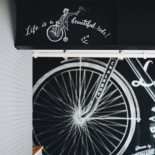自転車がテーマのシェアアパートメントに描いてきました。 自転車描くの楽しい #chalkboy #handwritten #graphic #neighbors…