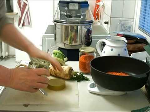 Linsentopf: ein Eintopf aus der Vollwertküche, ohne Tierprodukte (vegan)