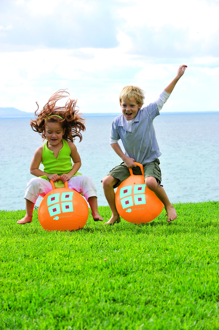 ¡Boing! ¡Boing! Una pelota gigante con asa ¡para saltar sentado sobre ella! #pelota #jugar #juguete