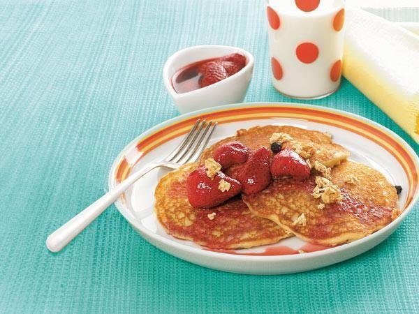 Farmers' Market Recipe Finder: Strawberries: Strawberry Buttermilk Pancakes http://www.prevention.com/food/healthy-recipes/farmers-market-recipe-finder-strawberries?s=9&cm_mmc=Recipe-of-the-Day-_-1722434-_-06032014-_-strawberry-chicken-salad-Image
