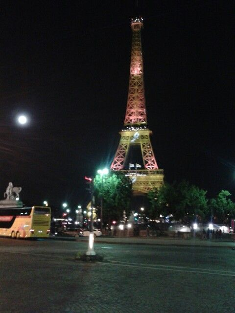 Torre Eiffel e a Lua