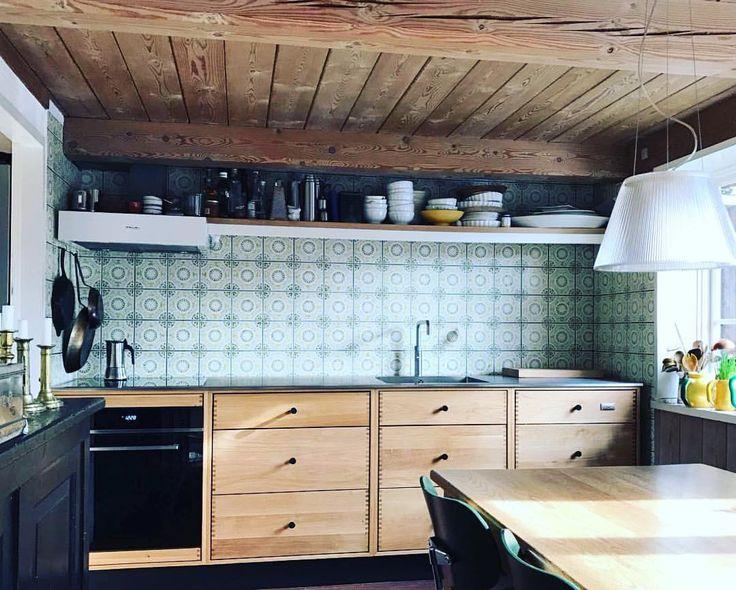 """37 Likes, 5 Comments - Tanja Hattens (@skabrum) on Instagram: """"SkabRum snedkerkøkken i kombination med stråtækt idyl i Hornbæk Fiskeleje 💫 #kitchen #joinery #oak…"""""""