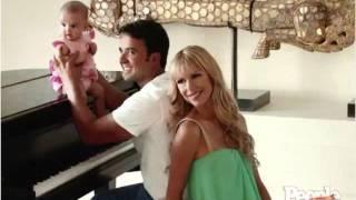 Que hermosa familia.\!!!    Luis Fonsi, Agueda Lopez y Mika.