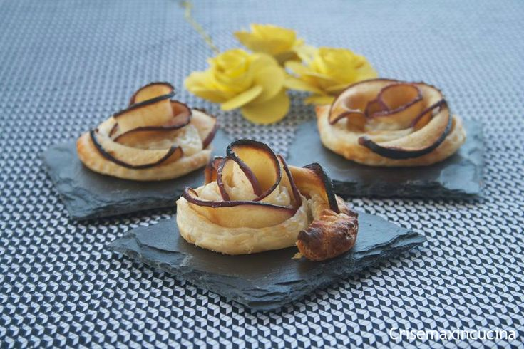 Le rose di pasta sfoglia con mele e cannella ideali per concludere il pasto informale con amici, oppure per una sana colazione