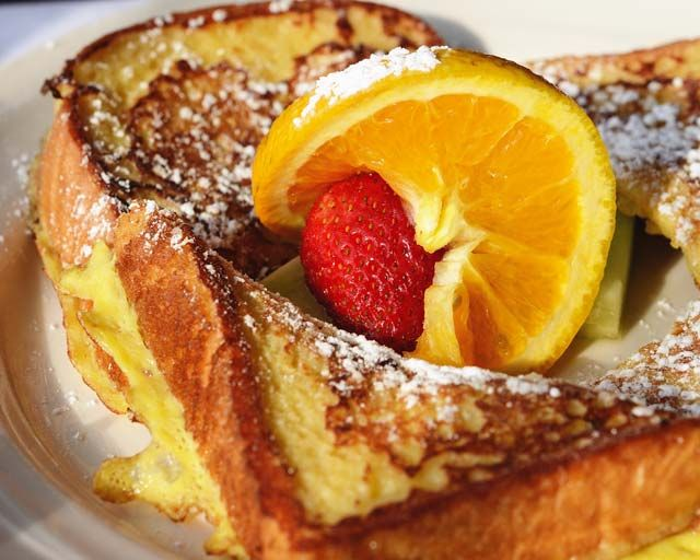 """Sinfully Good"" French Toast at Bella's Café in New Haven, CT 