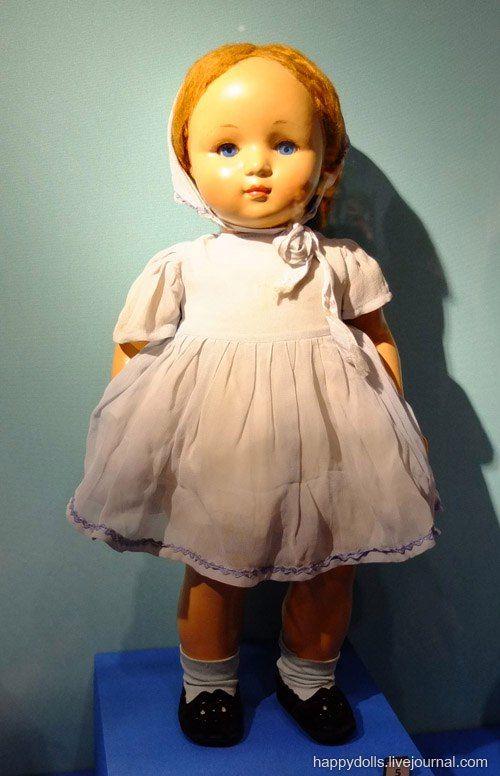 "Кукла ""Надя"". Е. Борисова. Москва. Фабрика им. 8 Марта. 1950-е гг. Древесно-опилочная масса, ткань."