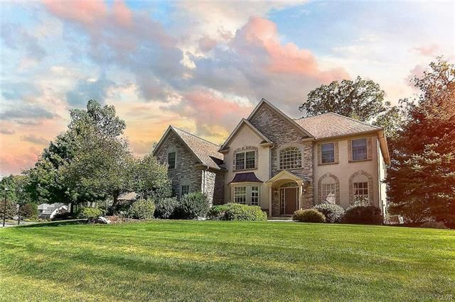 6639 Forest Knoll Court Macunie Pa 18106 House Styles House Search Local Real Estate