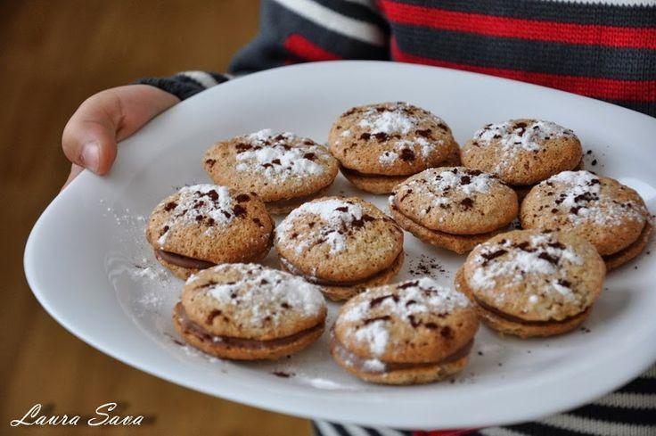 Fursecuri pentru Mos Craciun, niste fursecuri cu nuci si ciocolatadelicioase, facute chiar de Bogdi meu scump...pentru Mos Craciun, pe care anul trecut l-am ademenit cu cei mai buni biscuiti de ciocolata :P , si acum doi ani cu frumoasele inele impletite... De-acum imi va fi muuult mai bine cu asa un ajutor in bucatarie :) Ingrediente pentru cca. 40 bucati: - 65 g. unt - 3 albusuri - 1 praf de sare - 150 g. zahar - 40 g. faina - 150 g. nuci macinate - 150-200 g. ciocolata cu lapte Mod de…