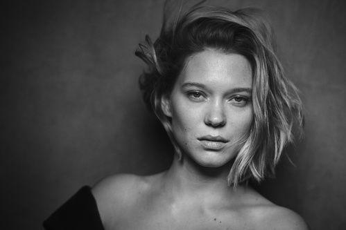 Alicia Vikander, Nicole Kidman… Les actrices posent sans maquillage pour le calendrier Pirelli 2017 En savoir plus sur http://www.vogue.fr/beaute/buzz-du-jour/diaporama/calendrier-pirelli-photos-cliches-peter-lindbergh-stars-actrices-sans-maquillage-no-makeup-naturel/39181#q8PajP3twKOQlpLw.99