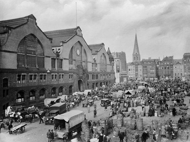 """Historische Bilder: Der Heumarkt als """"urkölscher Ort der Begegnung"""""""