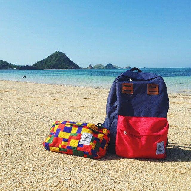 CUB friends of vacation.  Location : Kuta Beach Lombok, #cub #cubdignity #kuta #lombok #beach #beautifulindonesia #exploreindonesia #backpack #waistbag #liveauthentic