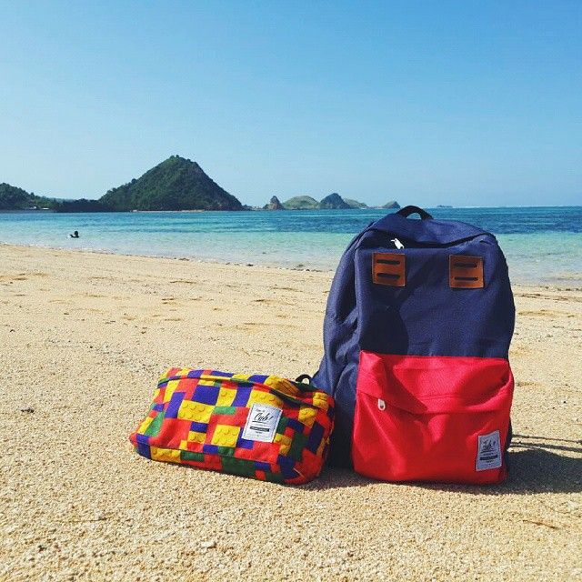 CUB friends of vacation.  Location : Kuta Beach Lombok, #cub #cubdignity #kuta #lombok #beach #beautifulindonesia #exploreindonesia #backpack #waistbag #liveauthentic