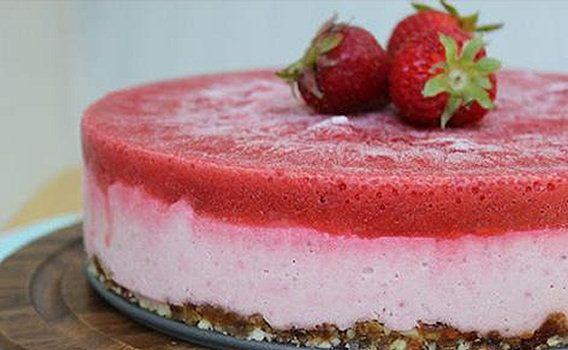 Recept - Aardbeien cheesecake taart (rauw & vegan) - Zonnigfruit