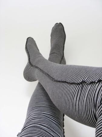Lange knestrømper med grå og sorte striper i str:36-38