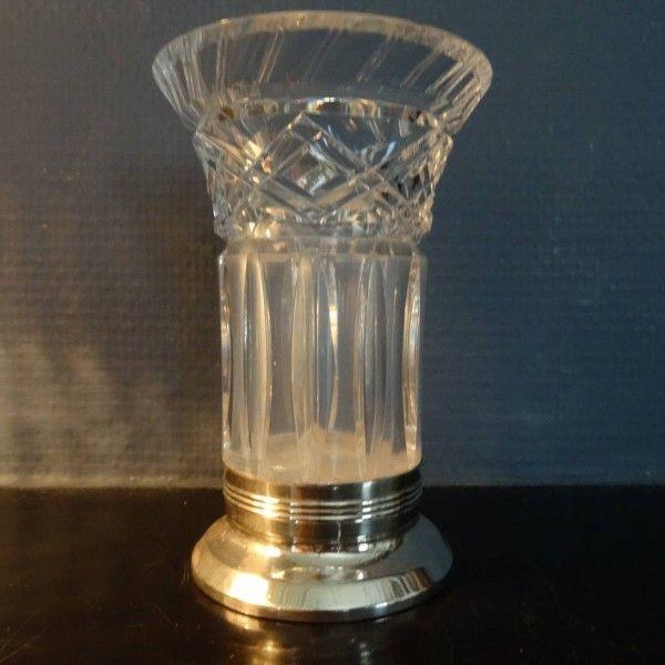 Antiek geslepen kristallen vaas op zilveren voet