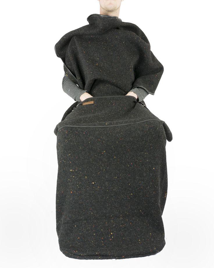 Lekker languit op de bank met een warme deken om je in te nestelen. Gebeurd het jou ook vaak dat je voeten onder de deken vandaan floepen en vaak koud zijn? Dit behoort bij het verleden met de Cozy deken van Belieff, want mede door de dikke warme voetenzak zal je geen koude voeten meer