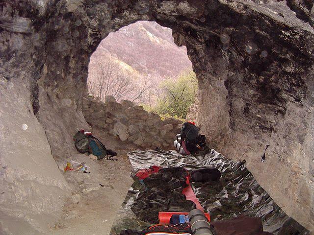 Rifugio naturale una grotta.