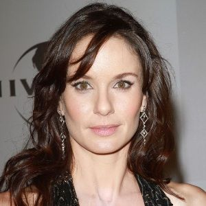 Sarah Wayne Callies (American, Television Actress) was born on 01-06-1977.  Get more info like birth place, age, birth sign, biography, family, relation & latest news etc.