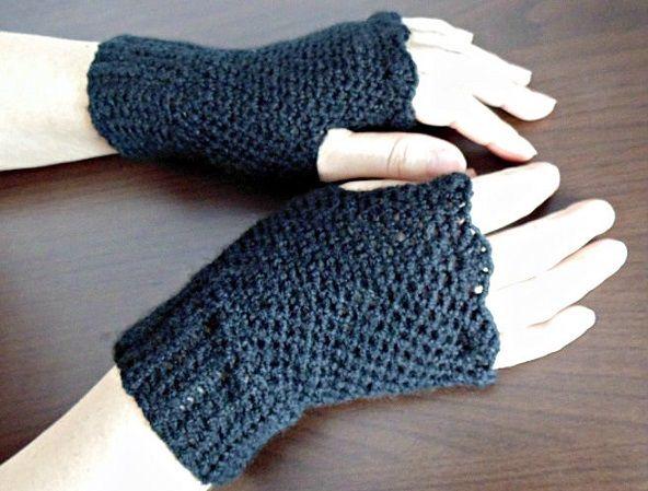 crochet finger-less gloves www.facebook.com/delia.crochet