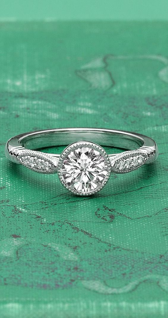 18K White Gold Lyra Diamond Ring
