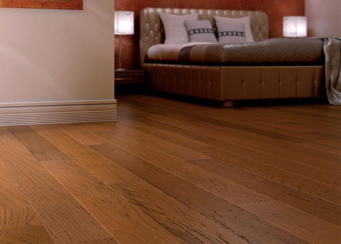 Pavimenti prefiniti in legno plank - plank teak spazzolato, verniciato.