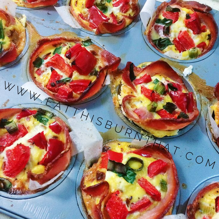 These BAE muffin cups is paleo friendly, healthy and make a great convenient breakfast option! Never skip breakfast again (or opt for the dirty bacon and egg roll! with these quick & easy paleo bacon and egg muffin cups!