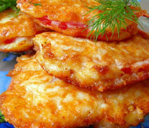 Помидоры в сырном кляре  Эта  закуска из жаренных помидор выше всяких похвал.Блюдо может быть как самостоятельной закуской,так и дополнением к любому гарниру мясному блюду.А хрустящая корочка,которая образуется при жарке,вызывает такой бешеный аппетит и особенно почему-то у мужчин.