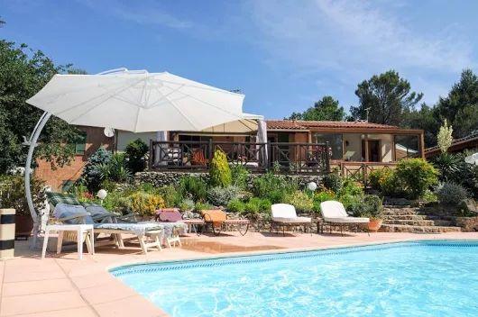 Cassis - Aix-en-Provence, Piscine chauffée-jacuzzi, belle maison à louer: Location de vacances, villa de charme climatisée  entre Aix et Marseille, 4 chamhres, piscine chauffée, parc et jeux