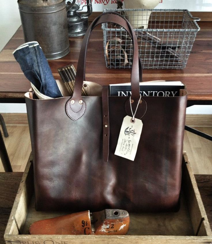 Irresistible when you see it stuffed to the brim and ready to go: dark brown leather tote bag / handbag / shopper / picnic bag. Designer: Something Better Than Naked #leatherbaglove