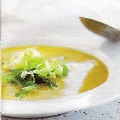 Zachte currysoep met Chinese kool is een lekker recept en bevat de volgende ingrediënten: - 7,5 dl groentebouillon, - 1/2 Chinese kool, - 2 lente-uitjes, in ringen, - 1 eetlepel arachideolie, - 1 potje natuuryoghurt, - 2 cm verse gemberwortel, geraspt, - 2 teentjes knoflook, geplet, - 1 Spaans pepertje, in ringetjes, - 1/2 kaneelstokje, - 2 kruidnagels, - 1 koffielepel korianderpoeder, - 1 koffielepel groene currypasta