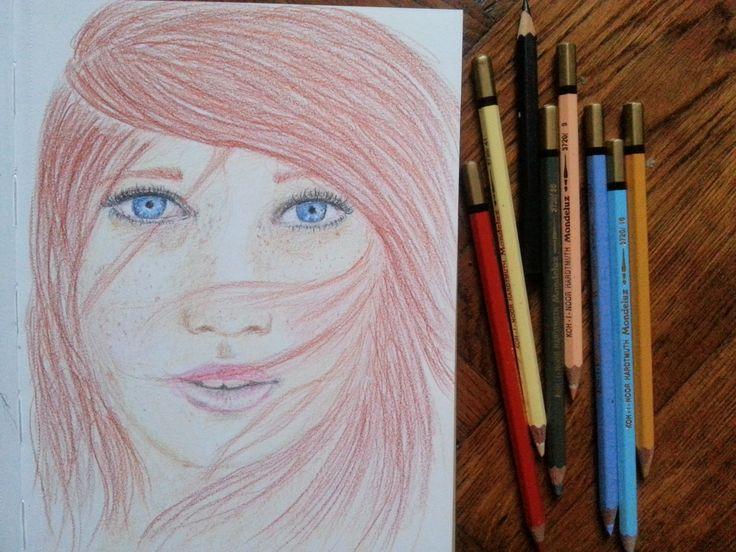 Am scotocit pe Pinterest si iar am gasit o pistruata. Si cu ochii albastri! Trebuia s-o schitez, tot in creioane colorate! Ce e drept, de data asta am inceput schita in creion grafit, dar doar pent...