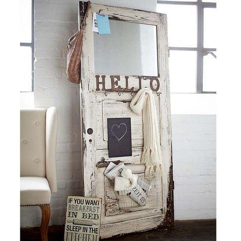 Garderobe in der Form einer Tür