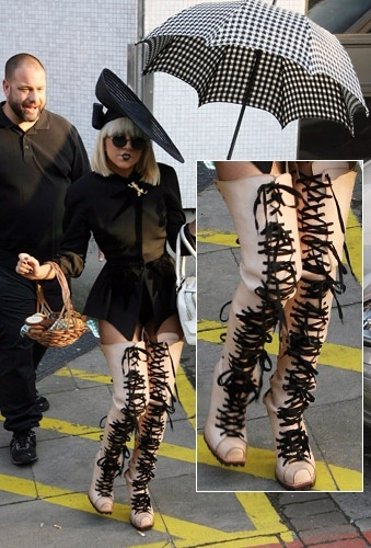 Lady Gaga in Lace Up Knee High Boots: Ladies Gaga Shoes, Celebrity Style, Fashion, Lady Gaga Shoes, Celebrity Shoes, Knee High Boots, Hair Bows, Knee Highs, Shoes Style
