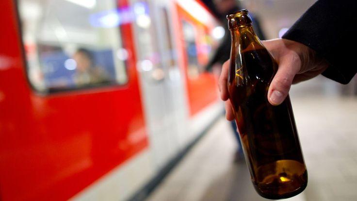 Jenseits der 2 Promille: Fahrgäste stoppen sturzbetrunkenen Lokführer