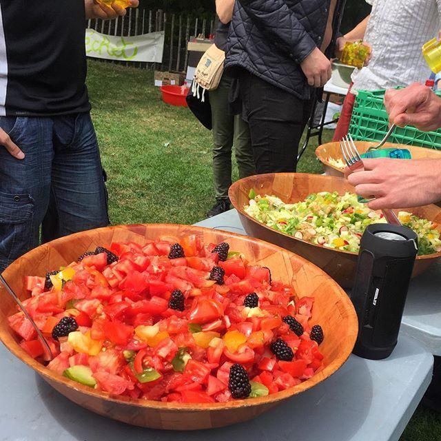 """Zerowaste picnic 🍒 Les tomates sont mûres 😜, nouveau post sur le blog retour sur le """"Disco pique-nique"""" du #festivalZW. comment organiser un évènement en mode disco-soupe ? Au menu musique, fruits légumes et bonne humeur"""