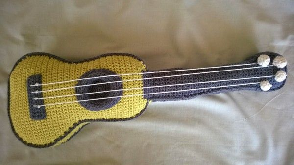Amigurumi Guitar : I love this #crochet ukelele by Bigunki CrochetHolic ...