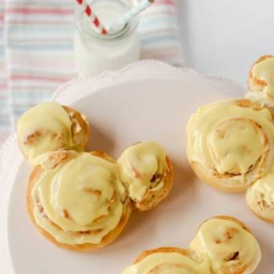 For anyone who loves Mickey Mouse pancakes, these Mickey Mouse cinnamon rolls are even simpler to make. And since there is no fork required they're great for on the go breakfast.