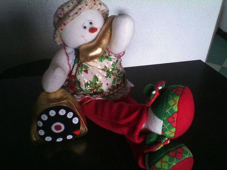 """Muñeca de nieve hablando por teléfono. Manualidades """"El Taller de Eli""""."""