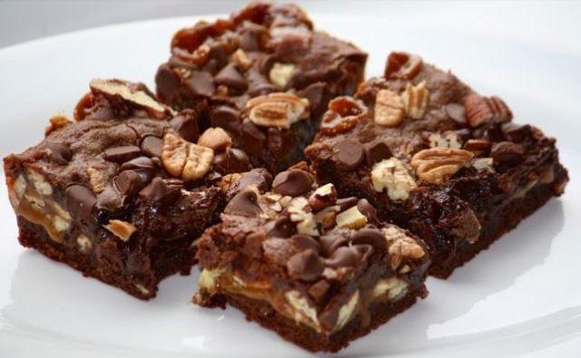 Brownies bajos en carbohidratos, sin harina ni azúcar.- Reemplazar el acite de oliva por la misma cantidad de puré de plátano o manzana para reducir un poco el contenido de grasa.