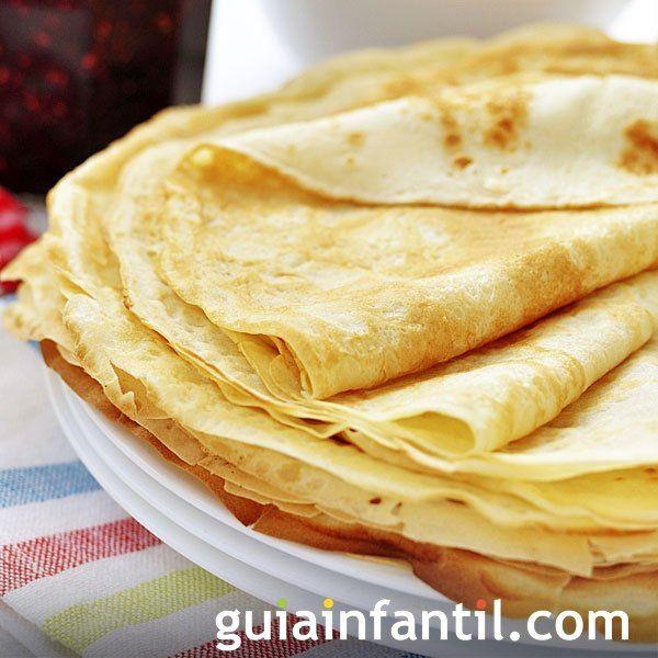 Una sencillísima receta de Carnaval para niños, filloas gallegas para rellenar de chocolate, fruta o mermelada, un rico postre tradicional español.
