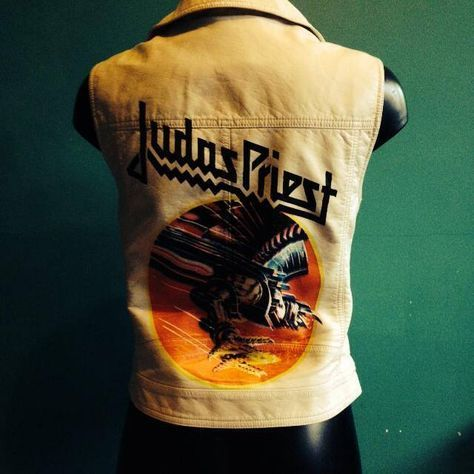 JUDAS PRIEST - SCREAMING FOR VENGEANCE white sleeveless biker jacket for sale: size EU 38. Pleather (imitation leather). Black pyramid studs on the front.  This print is silk screened by hand, it's a 4 color print.