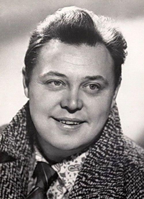 Вячесла́в Миха́йлович Неви́нный (30 ноября 1934, Тула,СССР— 31 мая 2009, Москва,Россия) — советский и российский актёр театра и кино. Народный артист СССР (1986).