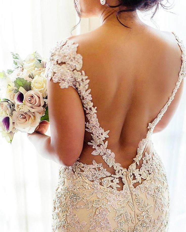 Munaluchi Bride | Pretty vback in this #weddinggown. Would you dare?...