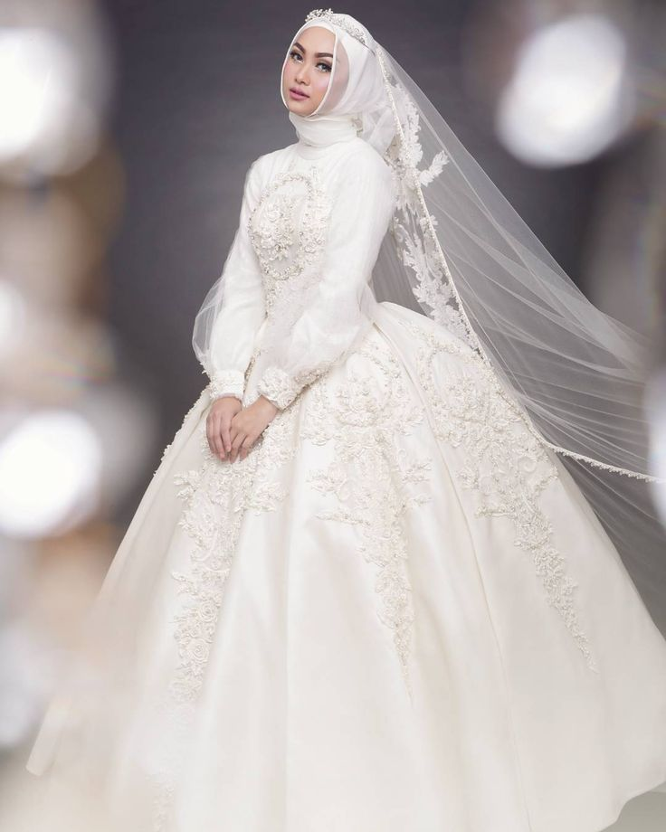 Confession of bride to be no. xxx: Choosing wedding gown. Agree? — but don't worry, chat us!  #byAyuDyahAndari #TheWhiteRoses Model: @indahnadapuspita  MUA: @vivithalib21 Lensed: @afidasukma @afs_photo  Digital Imaging: @phoillodgy