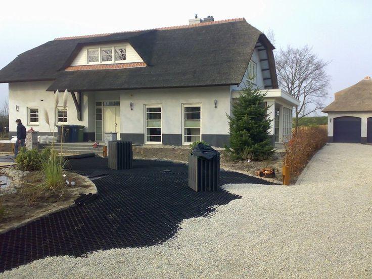 Tuinaanleg oprit grind platen tuin pinterest villa 39 s for Ontwerp voortuin met parkeerplaats