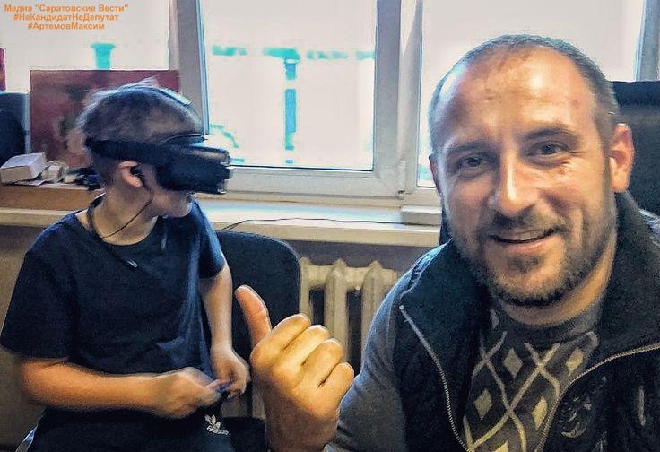 Вот дети, уже куда быстрее разбираются в современных технологиях...!!!...Приехал коллега с сыном, который попросил первый раз в жизни посмотреть, что такое виртуальная реальность...дали ему покататься на американских горках, так он через 10 минут уже сам установил игру какую-то и погрузился в ее прохождение...)))... У самого аж дух захватывает от того, как доволен мальчишка... #самсунг #samsung #gear #gears #gears3frontier #gearvr #samsungvr #virtual #child #children #games #samsungru…