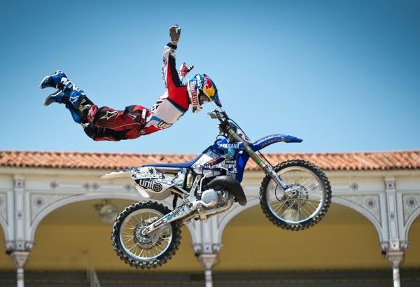 Red Bull X-Fighters gives you wiiiings