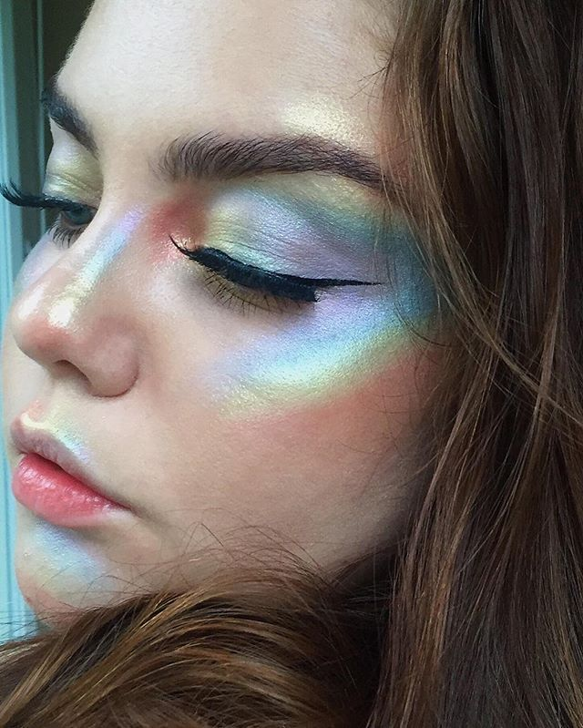 rainbow highlighter is still a thing right? foundation: @armani luminous silk foundation shade 3, @urbandecaycosmetics naked skin concealer in Fair Neutral, @makeupforeverofficial HD powder brows: @anastasiabeverlyhills dipbrow pomade in Dark Brown + clear brow gel eyes: @nyxcosmetics black matte liquid liner, @shuphudabeauty lashes in Samantha rainbow highlight: @coastalscents mica powders/pigments in Inter Violet Sparks, Duochrome Blue-Green, Paradise Sea Green, Gemstone Topaz & Very…