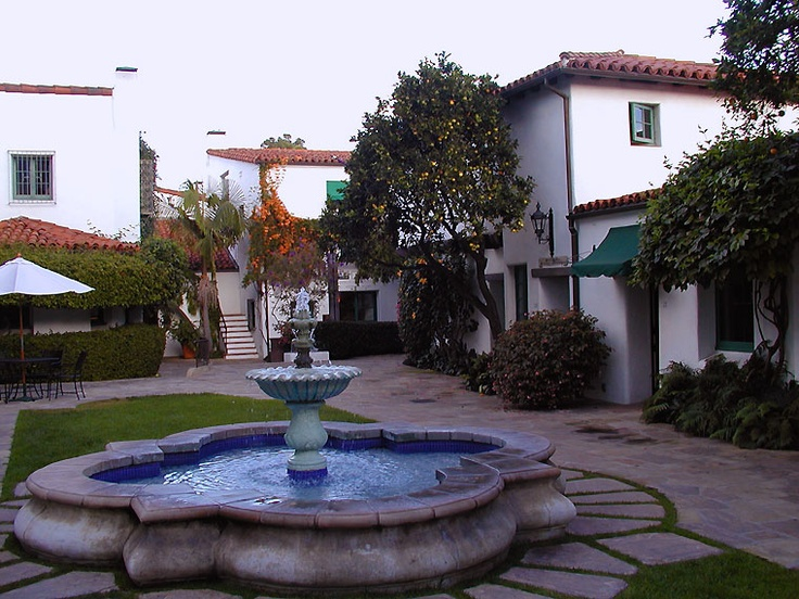 Google Image Result for http://www.geog.ucsb.edu/~joel/g148_f09/lecture_notes/sb_architecture/el_paseo2.jpg