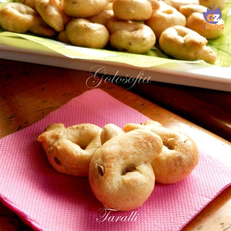 Taralli ai semi di finocchio, buonissimi stuzzichini, perfetti per una cena improvvisata o come spezza fame! sono favolosi e si conservano a lungo.